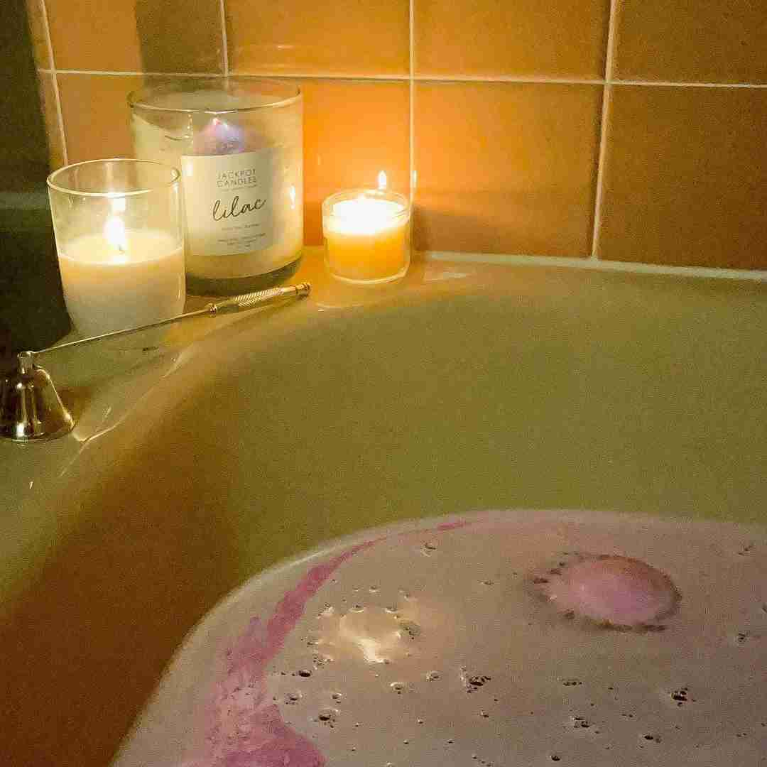 candle and bath bomb