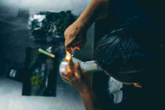 beginner using a bong torch