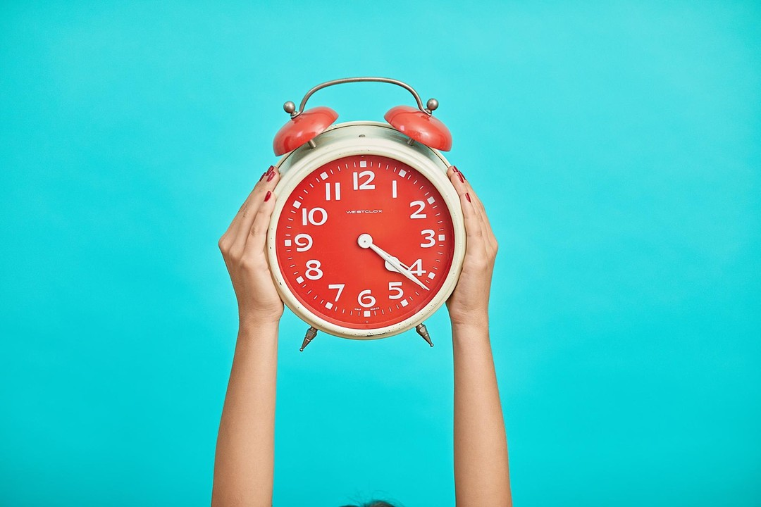 woman holding intermittent fasting clock up