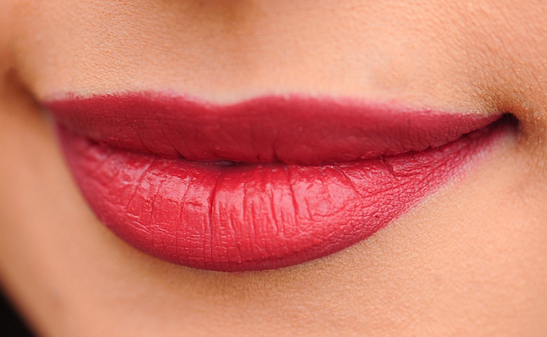 Woman-lip-color